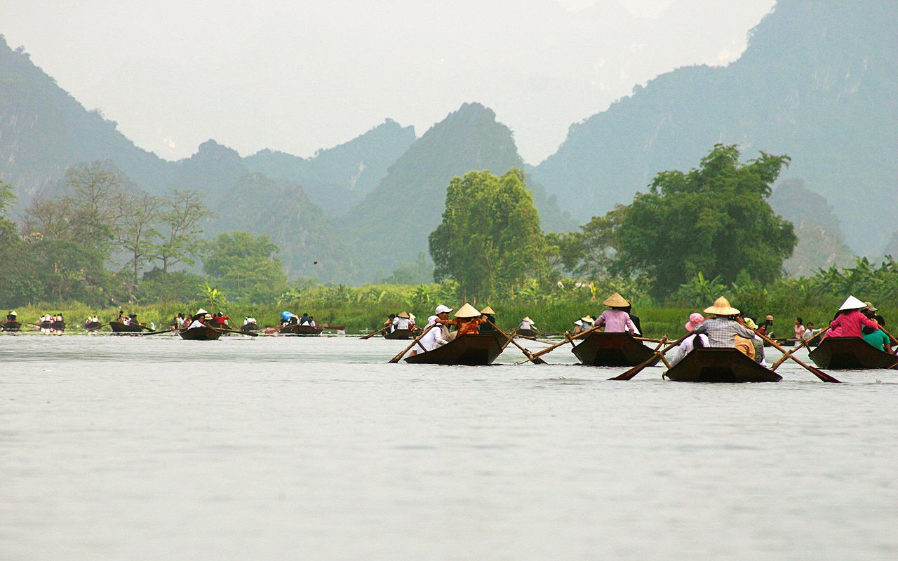 Đầu năm, du xuẩn trẩy hội chùa Hương