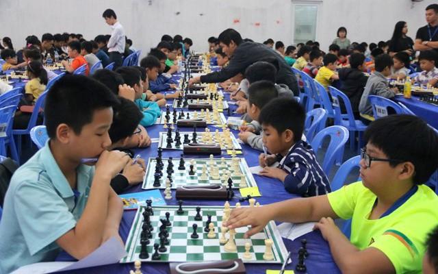 300 vận động viên tham dự giải Cờ vua, Cờ tướng các nhóm tuổi trẻ miền Trung mở rộng