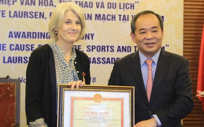 """Sửa đổi, bổ sung thủ tục hành chính xét tặng Kỷ niệm chương """"Vì sự nghiệp văn hóa, Thể thao và Du lịch"""