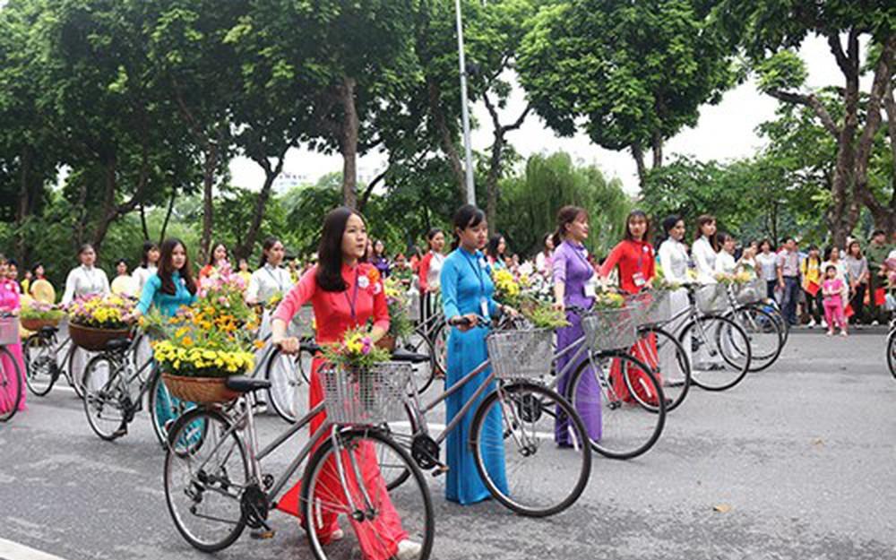 Hà Nội diễu hành tuyên truyền thực hiện Xây dựng người Hà Nội văn minh thanh lịch