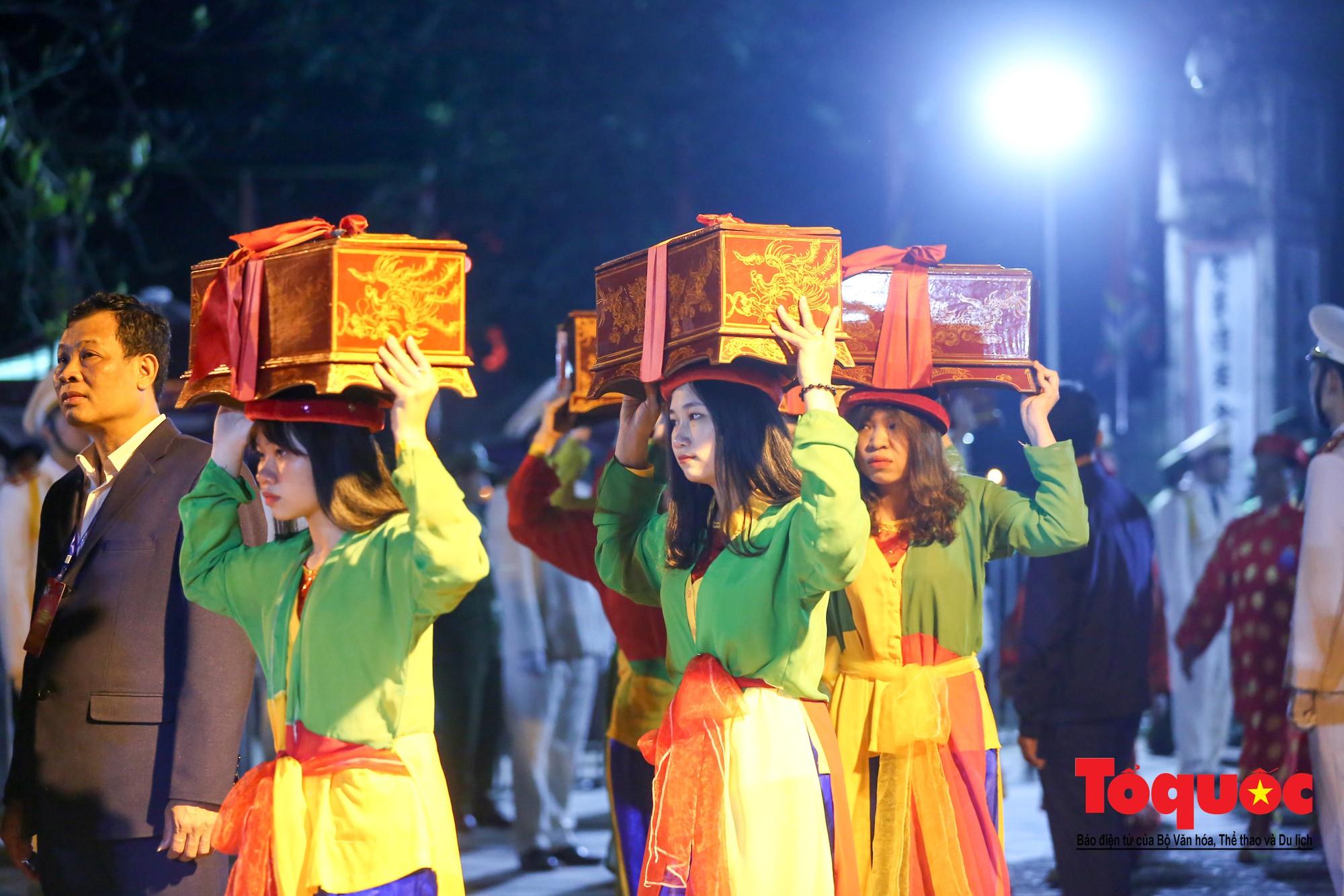 Hàng ngàn người đổ về Lễ khai ấn đền Trần Xuân Kỷ Hợi 2019 - Ảnh