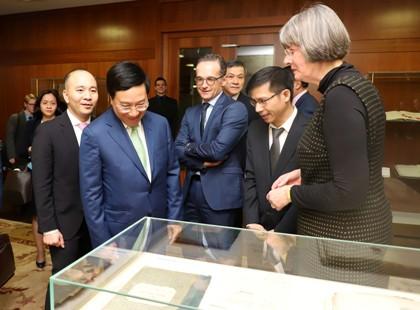 Phó Thủ tướng, Bộ trưởng Ngoại giao Phạm Bình Minh thăm Đức - Ảnh 1.