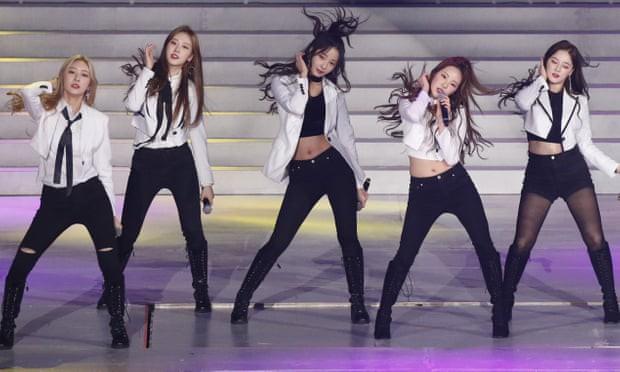 Làn sóng chỉ trích về đề xuất thắt chặt kiểm soát các nhóm K-Pop trên truyền hình Hàn Quốc - Ảnh 1.