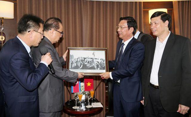 Phái đoàn Triều Tiên tham quan di sản Vịnh Hạ Long - Ảnh 1.