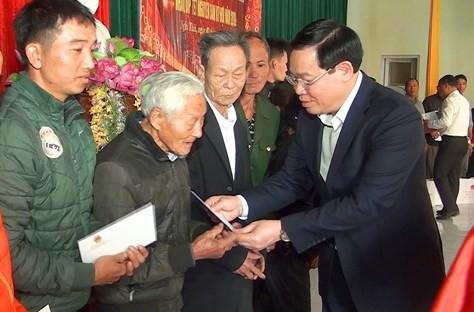 Phó Thủ tướng Vương Đình Huệ tặng quà Tết cho các hộ nghèo ở Nghệ An - Ảnh 1.