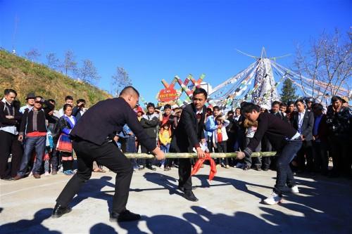 Du khách đổ về Fansipan trẩy Hội xuân và chiêm bái xá lợi Phật - Ảnh 3.
