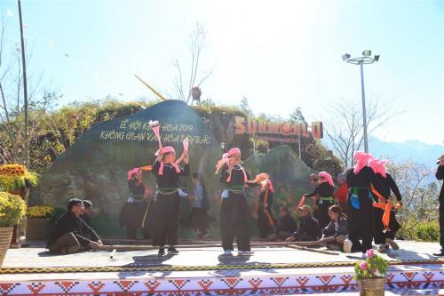 Du khách đổ về Fansipan trẩy Hội xuân và chiêm bái xá lợi Phật - Ảnh 4.