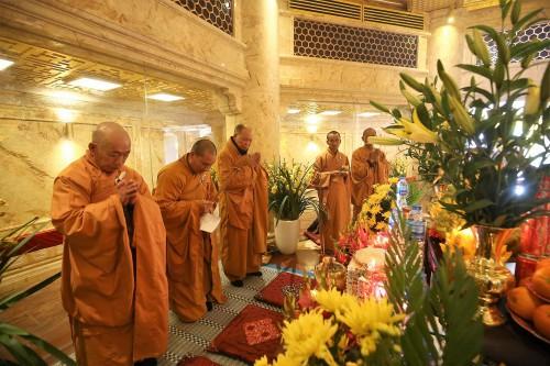 Du khách đổ về Fansipan trẩy Hội xuân và chiêm bái xá lợi Phật - Ảnh 7.