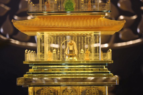 Du khách đổ về Fansipan trẩy Hội xuân và chiêm bái xá lợi Phật - Ảnh 9.