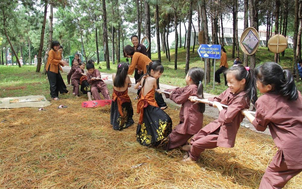Hỗ trợ để trẻ em được hưởng thụ các hoạt động vui chơi giải trí, văn hóa nghệ thuật