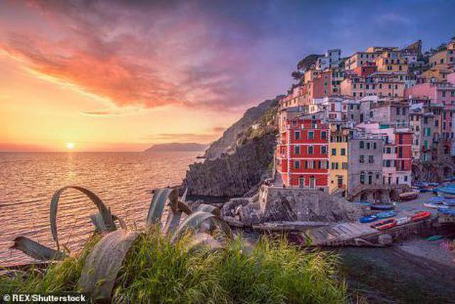 Du khách có thể bị phạt tới 60 triệu nếu đi dép xỏ ngón trong khu vực cấm ở Italia - Ảnh 2.