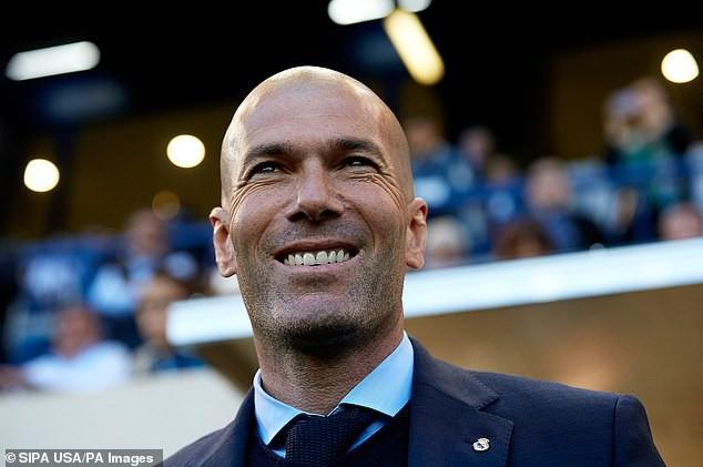 HLV Zidane hé lộ thời điểm đưa Cristiano Ronaldo về lại Real Madrid? - Ảnh 1.