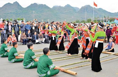 Bảo tồn làn điệu khua luống, nhảy sạp của dân tộc Thái - Ảnh 1.