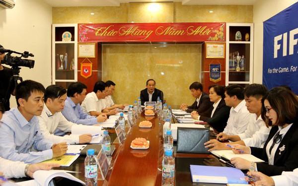 Thứ trưởng Lê Khánh Hải làm việc với Trung tâm đào tạo bóng đá trẻ Việt Nam