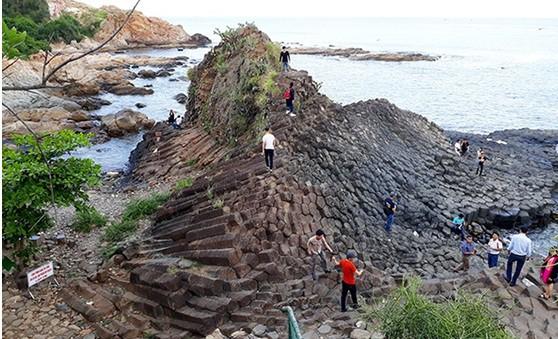 Phú Yên: Tăng cường công tác vệ sinh môi trường tại các di tích, thắng cảnh
