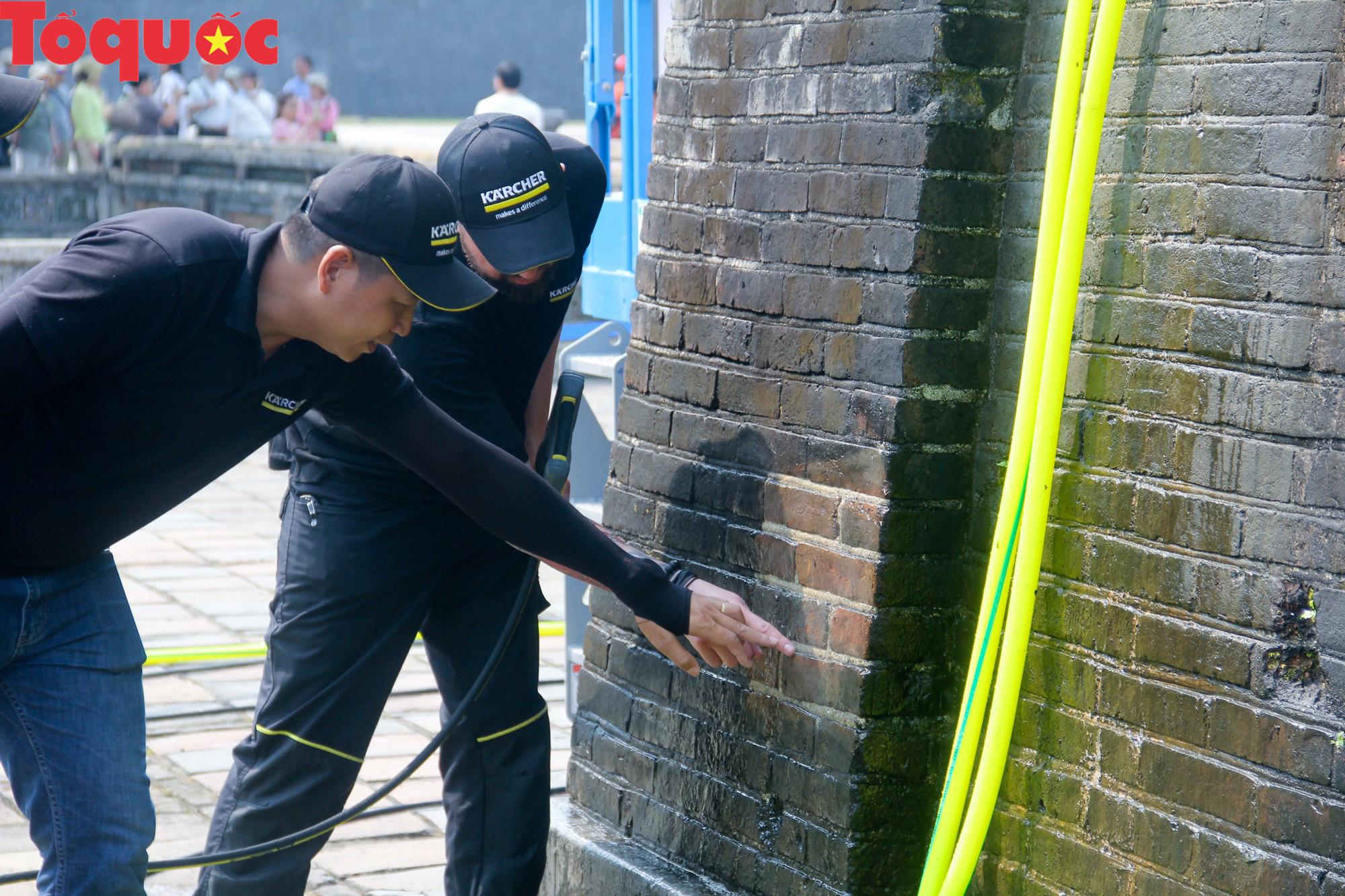 Xem chuyên gia làm sạch cổng Ngọ Môn Huế như đã thực hiện với tượng Chúa Cứu Thế tại Rio De Janeiro - Ảnh 5.