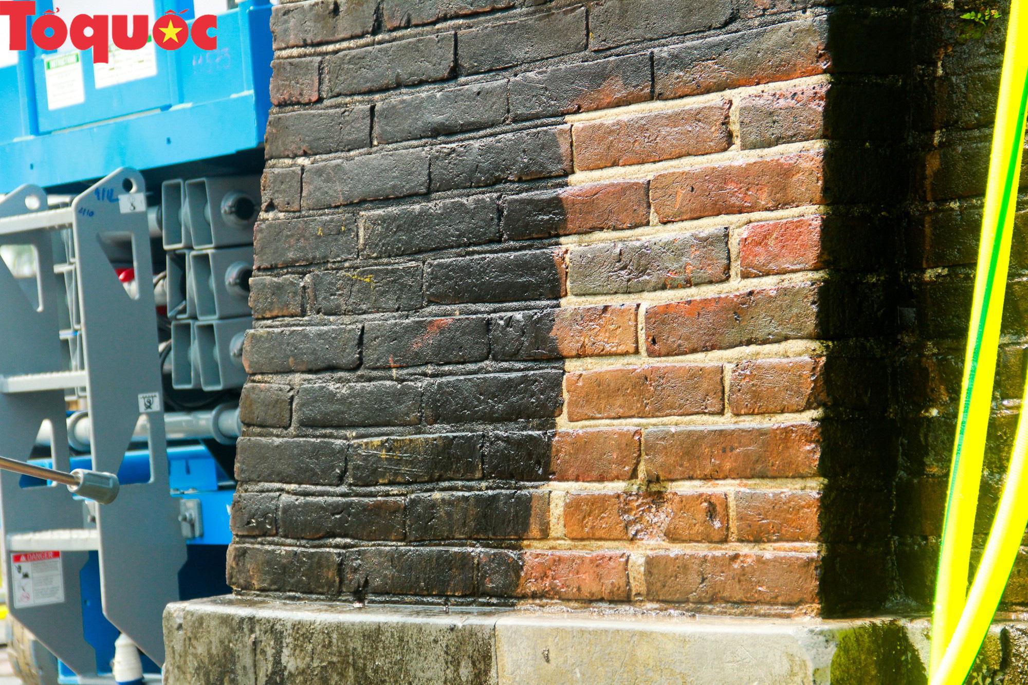 Xem chuyên gia làm sạch cổng Ngọ Môn Huế như đã thực hiện với tượng Chúa Cứu Thế tại Rio De Janeiro - Ảnh 14.