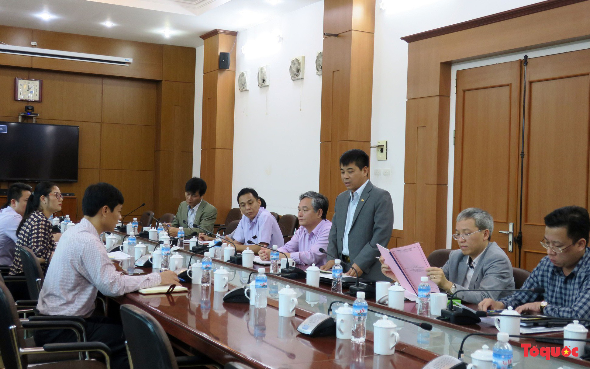 """Đoàn công tác của Bộ VHTTDL làm việc với UBND TP Uông Bí về thông tin """"Truyền bá vong báo oán chùa Ba Vàng"""""""