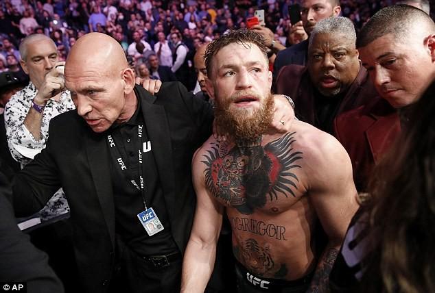 Đột ngột tuyên bố giải nghệ, tại sao gã điên McGregor lại hứng gạch đá từ người hâm mộ? - Ảnh 3.