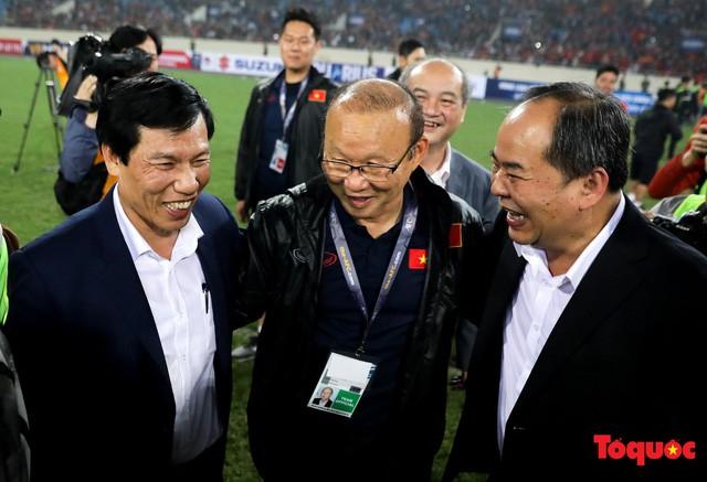 """Bộ trưởng Nguyễn Ngọc Thiện thưởng """"nóng"""" U23 Việt Nam - Ảnh 1."""