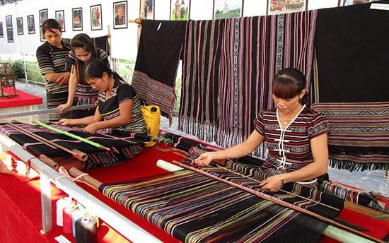 Quảng Ngãi: Tích cực bảo tồn và phát huy giá trị di sản Nghề dệt thổ cẩm truyền thống của người Hrê.