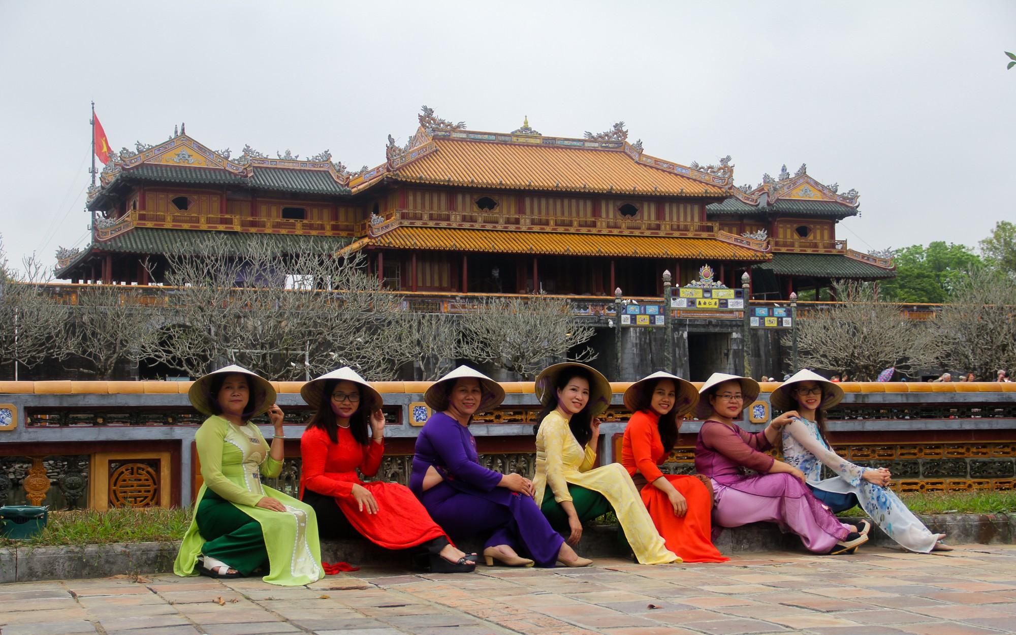 Phụ nữ mặc áo dài được miễn phí tham quan các điểm di tích tại Huế dịp 20/10