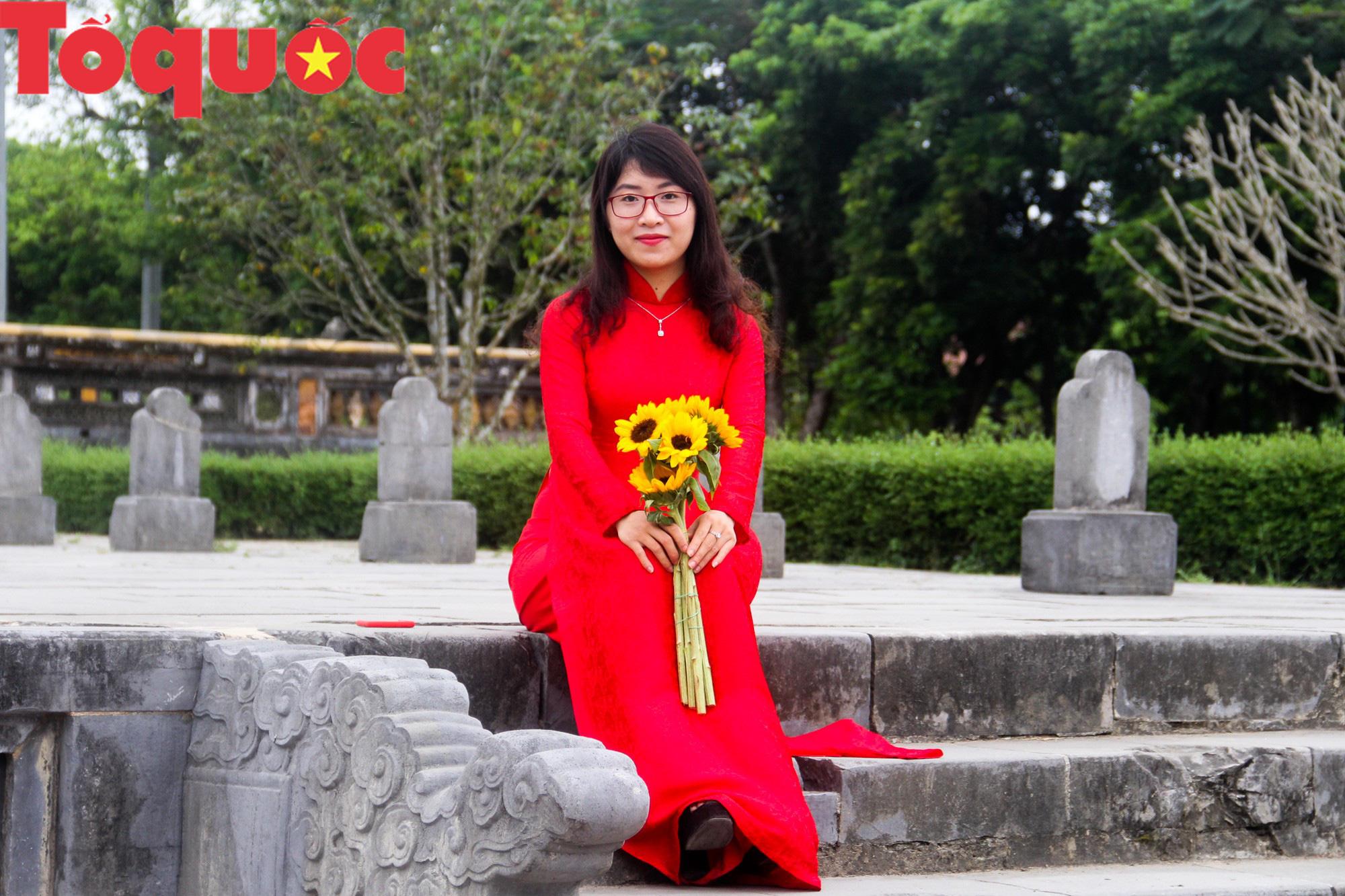 Ấn tượng hình ảnh hàng trăm tà áo dài thướt tha trong Đại Nội Huế ngày 8/3 - Ảnh 10.