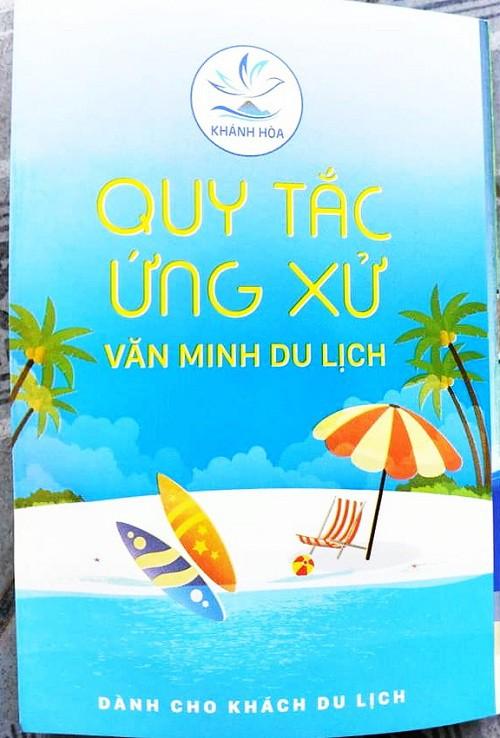 Khánh Hòa chính thức phát động triển khai thực hiện Bộ Quy tắc ứng xử văn minh du lịch - Ảnh 1.