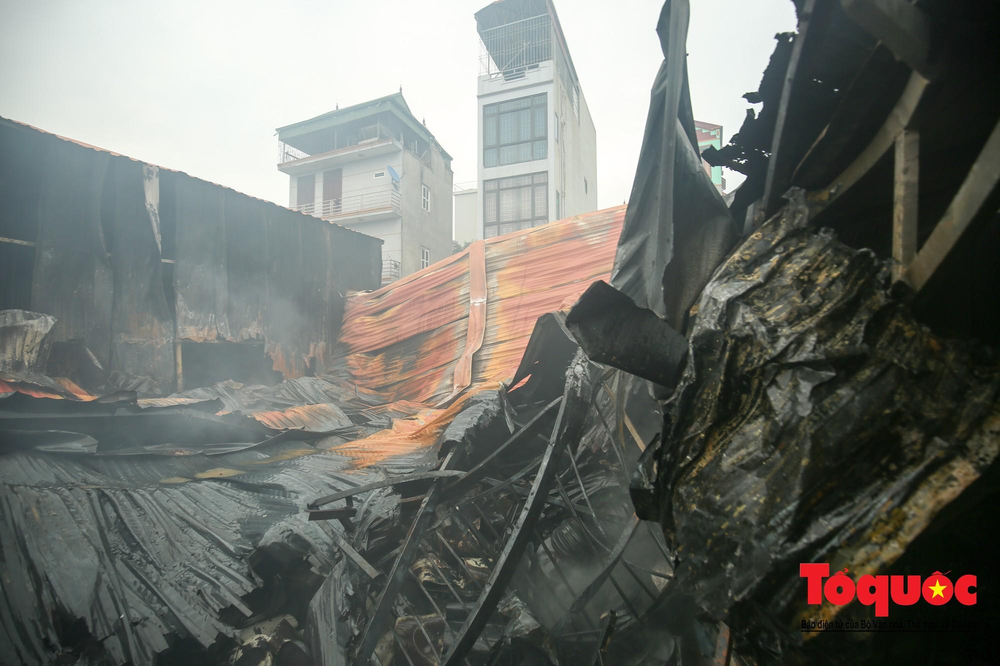 Cận cảnh hiện trường vụ Cháy thảm khốc ở Trung Văn, 8 người chết và mất tích - Ảnh 1.