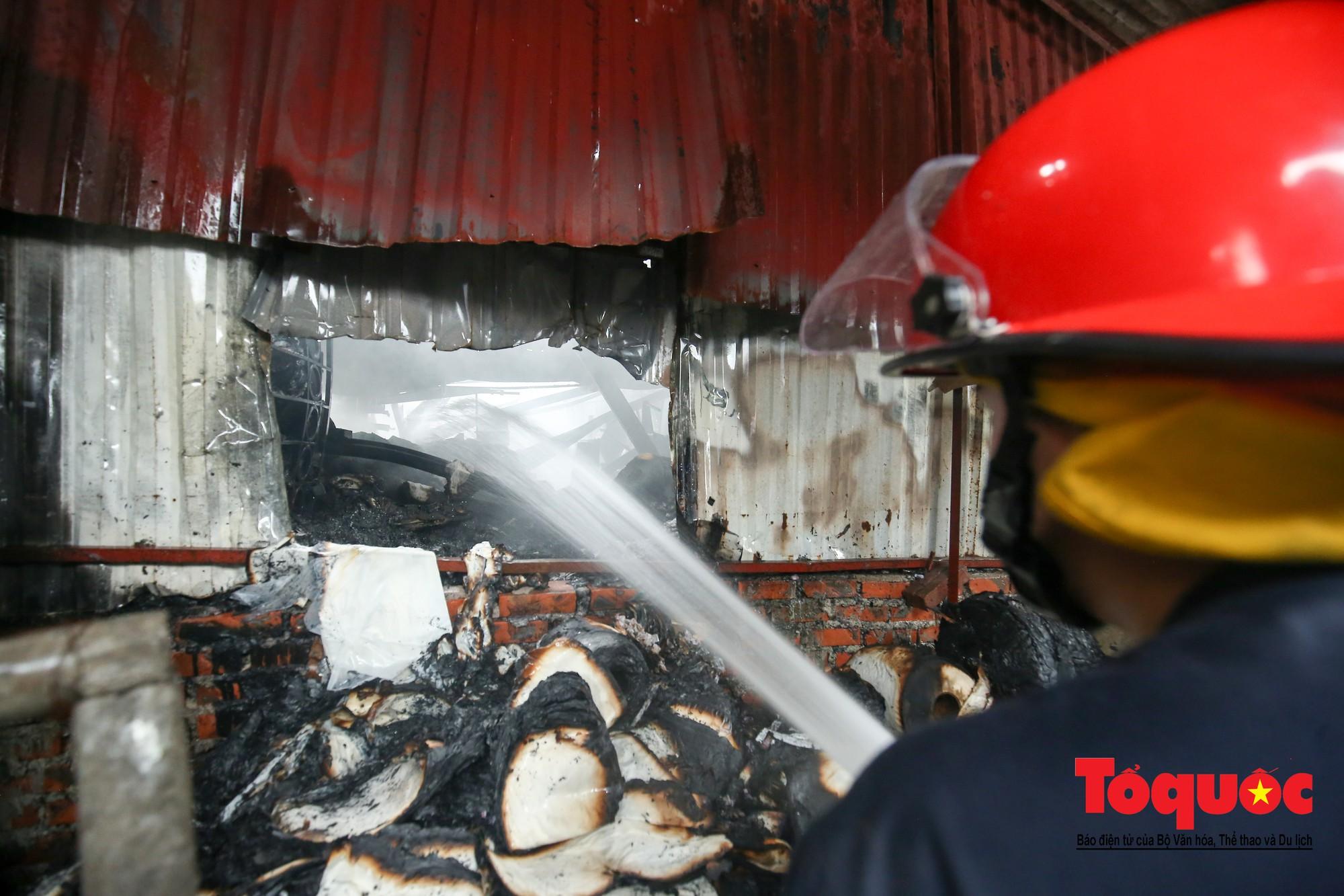 Cận cảnh hiện trường vụ Cháy thảm khốc ở Trung Văn, 8 người chết và mất tích - Ảnh 9.