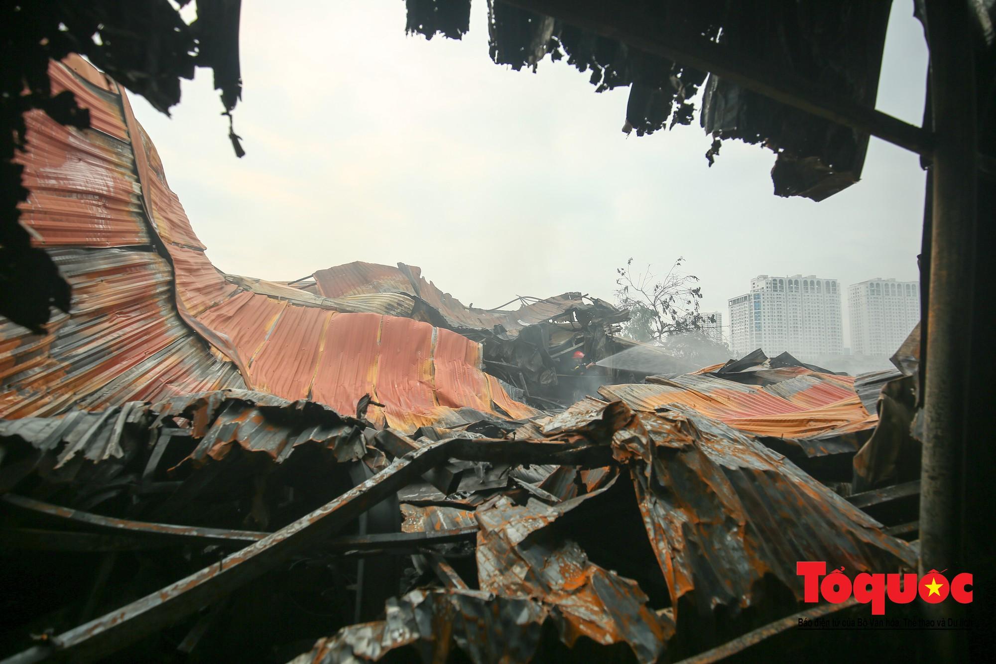 Cận cảnh hiện trường vụ Cháy thảm khốc ở Trung Văn, 8 người chết và mất tích - Ảnh 5.