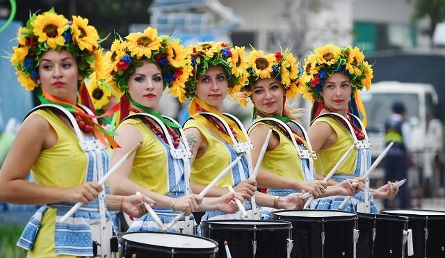 Sôi động Lễ hội Carnival tại TP.biển Sầm Sơn - Ảnh 1.