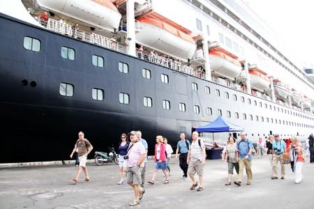 Khánh Hòa: Phát miễn phí cẩm nang du lịch Nha Trang – Sắc màu của biển - Ảnh 1.