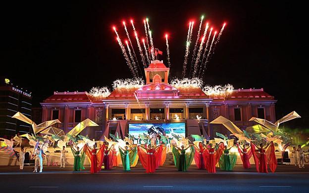 Bắn pháo hoa trong đêm khai mạc Năm Du lịch quốc gia và Festival Biển Nha Trang - Khánh Hòa 2019