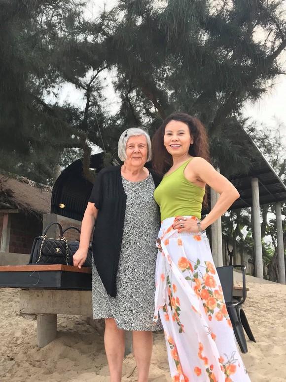 Bố mẹ Kim Lý về quê Hồ Ngọc Hà, các fan mong sớm có đám cưới diễn ra - Ảnh 2.