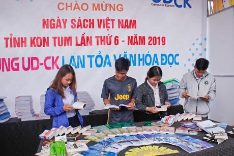 Nhiều hoạt động tại Ngày sách Việt Nam - Tỉnh Kon Tum lần thứ VI năm 2019 - Ảnh 1.