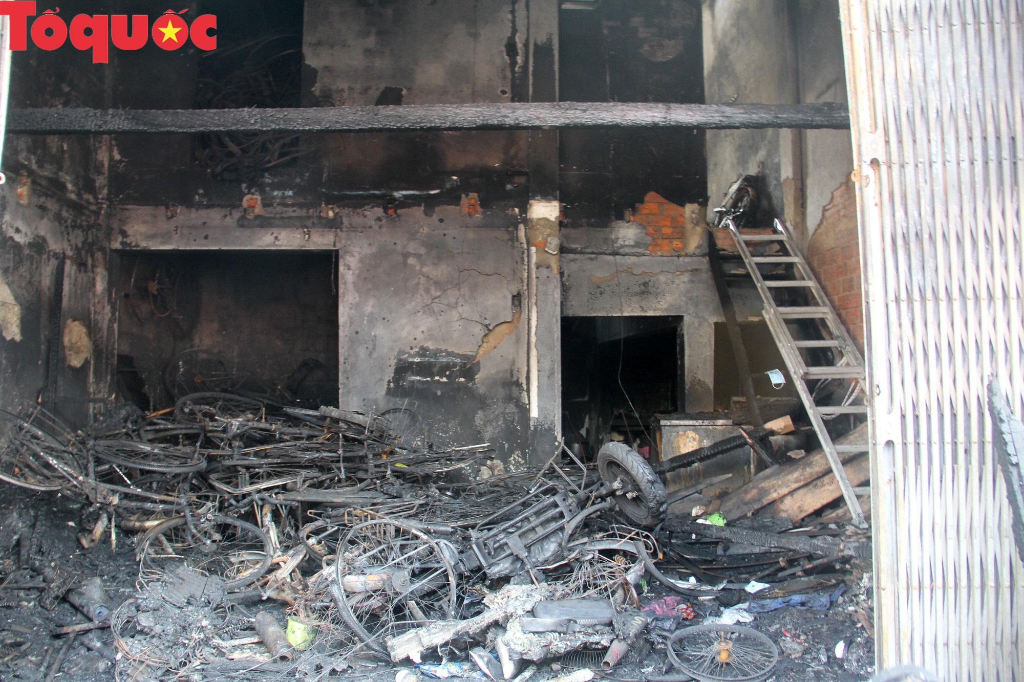 Vụ 3 người tử vong trong đám cháy: Nhà không có lối thoát hiểm, hàng xóm phát hiện nhưng không thể giải cứu - Ảnh 4.