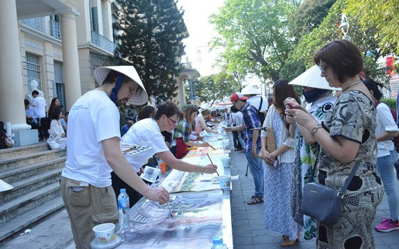Giới thiệu 300 bức tranh màu nước của các họa sĩ đến từ 62 quốc gia