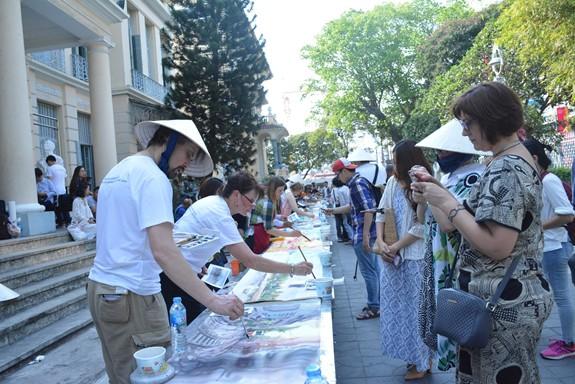 Giới thiệu 300 bức tranh màu nước của các họa sĩ đến từ 62 quốc gia - Ảnh 1.
