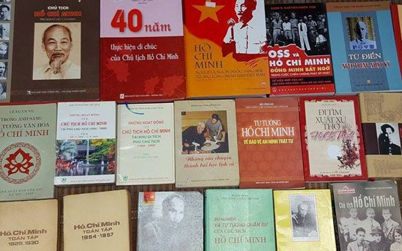 """Triển lãm sách """"Kỷ niệm 50 năm thực hiện Di chúc của Chủ tịch Hồ Chí Minh"""""""