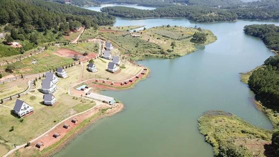 Phó Thủ tướng Trương Hòa Bình yêu cầu xử lý dứt điểm vi phạm đất đai trong Khu Du lịch Hồ Tuyền Lâm - Ảnh 1.