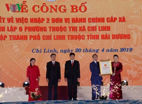 Chủ tịch Quốc hội Nguyễn Thị Kim Ngân dự Lễ công bố Nghị quyết thành lập TP. Chí Linh, Hải Dương - Ảnh 1.