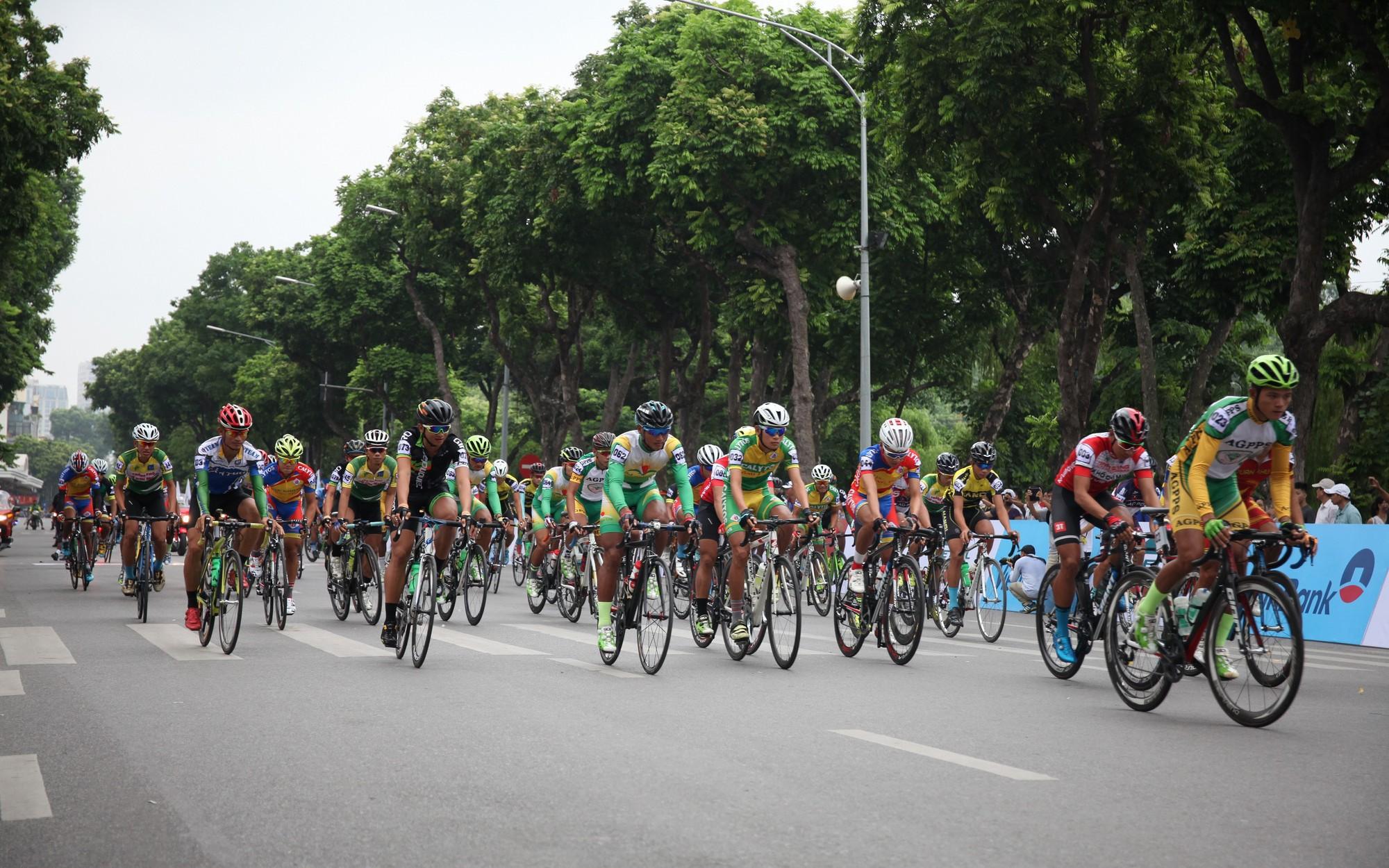 300 tay đua tham gia Cuộc đua xe đạp