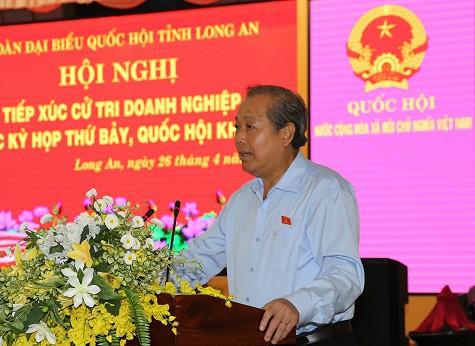Phó Thủ tướng Trương Hòa Bình tiếp xúc cử tri doanh nghiệp Long An - Ảnh 1.