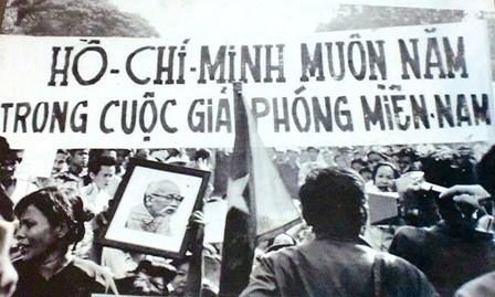 Nhìn lại những hình ảnh lịch sử hào hùng ngày 30/4 giải phóng miền Nam, thống nhất đất nước - Ảnh 12.