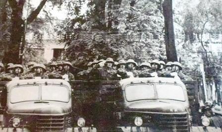 Nhìn lại những hình ảnh lịch sử hào hùng ngày 30/4 giải phóng miền Nam, thống nhất đất nước - Ảnh 15.