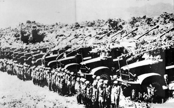 Nhìn lại những hình ảnh lịch sử hào hùng ngày 30/4 giải phóng miền Nam, thống nhất đất nước - Ảnh 2.