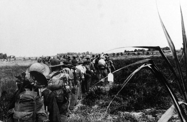 Nhìn lại những hình ảnh lịch sử hào hùng ngày 30/4 giải phóng miền Nam, thống nhất đất nước - Ảnh 3.