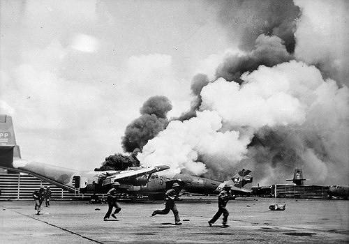 Nhìn lại những hình ảnh lịch sử hào hùng ngày 30/4 giải phóng miền Nam, thống nhất đất nước - Ảnh 5.