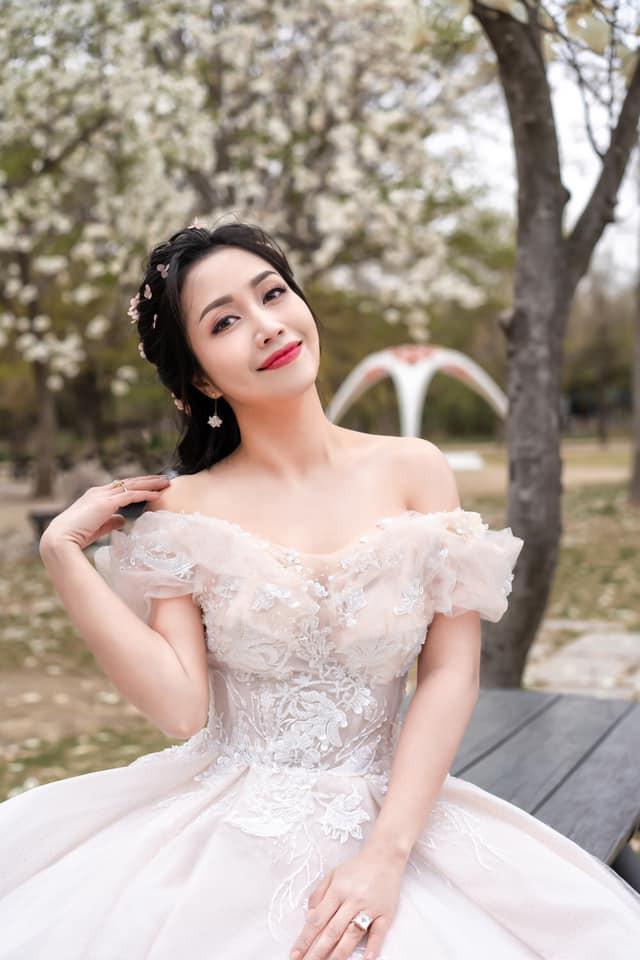 Ốc Thanh Vân khoe ảnh cưới chụp tại Hàn Quốc, vô tình để lộ hình xăm gợi cảm - Ảnh 1.